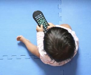 8 objets étranges que les bébés préfèrent à leurs jouets