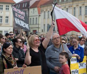 En Pologne, les femmes dans la rue pour défendre le droit à l'avortement