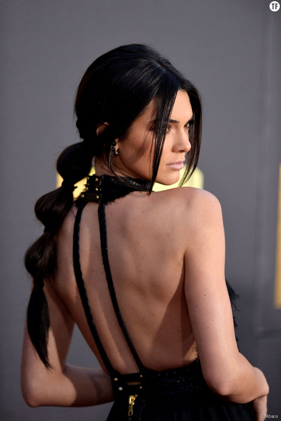 Pour réaliser la même bubble ponytail que Kendall Jenner, il suffit de 5 petites minutes.