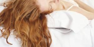 7 soins à appliquer le soir pour des cheveux canons au réveil