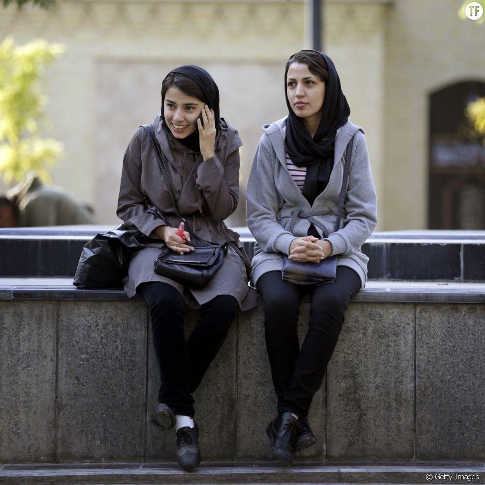 Deux étudiantes à Téhéran, la capitale iranienne