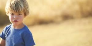 6 phrases à dire à un enfant qui boude