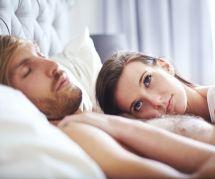 Câliner leur partenaire permettrait aux hommes de mieux dormir