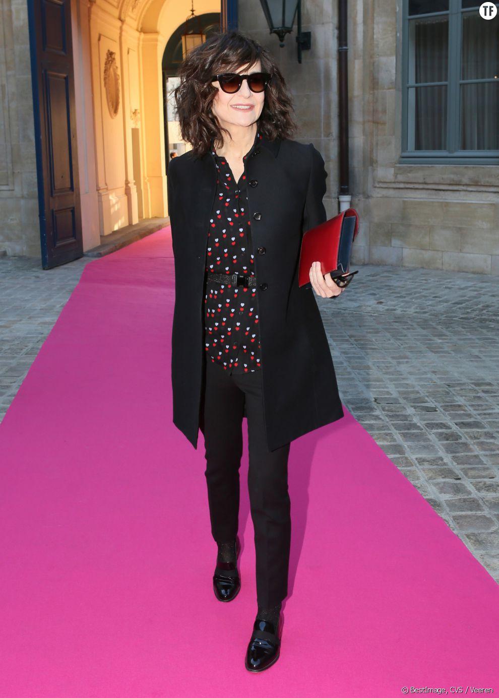 Valérie Lemercier au défilé Haute Couture Schiaparelli Printemps-Eté 2016 à Paris, en janvier 2016