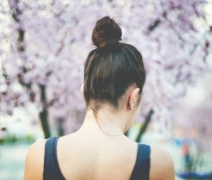 Bun dropping : la tendance cheveux qui hypnotise Instagram