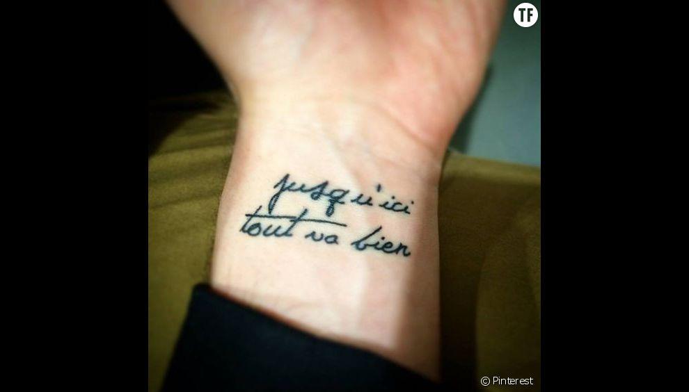 """Idées tatouage citation : """"Jusqu'ici tout va bien"""""""