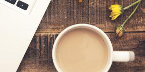 Pourquoi vous devriez laver votre mug du travail chez vous