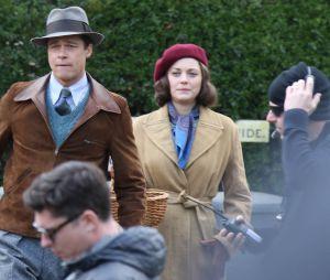 """Brad Pitt et Marion Cotillard tournent une scène du prochain film de Robert Zemeckis, """"Alliés"""", à Londres le 31 mars 2016"""