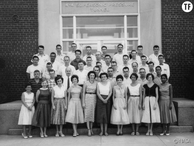 La scientifique afro-américaine Mary Winston Jackson dans les années 50, en bas à gauche sur la photographie