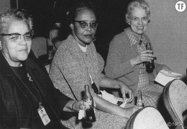 La scientifique  Dorothy Vaughan, à gauche sur la photographie, avec Leslie Hunter et Vivian Adair