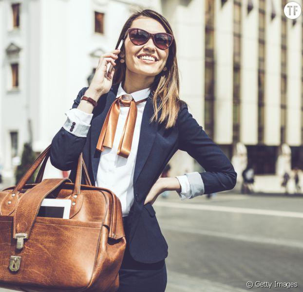 Comment porter son sac à main pour éviter le mal de dos