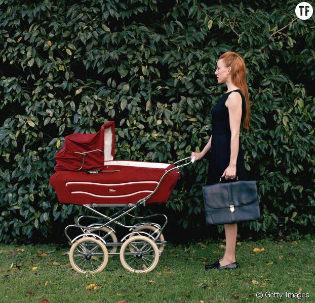 Tâches ménagères : les femmes travaillent 4 années de plus que les hommes