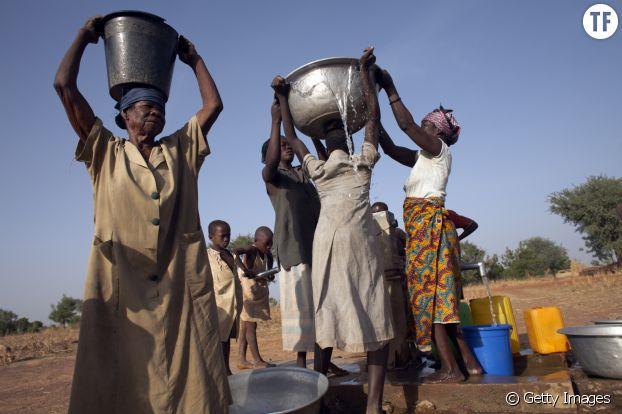 """A travers le monde, les femmes ont un """"deuxième travail"""" non-rémunéré"""