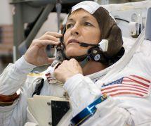 A 56 ans, cette astronaute est la femme la plus âgée à s'envoler pour l'espace