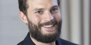 Jamie Dornan : un nouveau look ultra sexy pour la star de Fifty Shades Darker (photos)