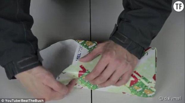 Repliez l'autre partie de papier sur voter cadeau