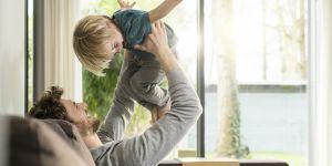 Les jeunes Français nettement favorables à un congé paternité plus long