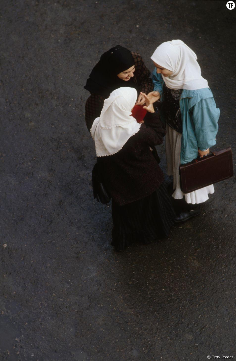 Etudiantes algériennes portant le traditionnel hijab