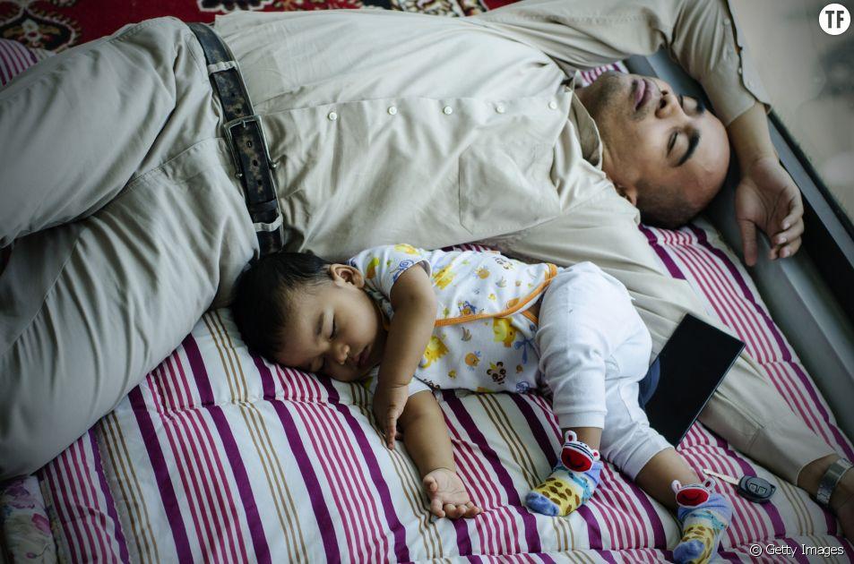 Parentalité : les jeunes parents privés de sommeil pendant six ans