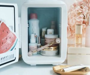 Pourquoi les mini-frigos à produits de beauté envahissent Instagram