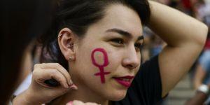 """Sur Twitter, elle appelle à """"une minute de silence"""" pour protester contre les féminicides"""