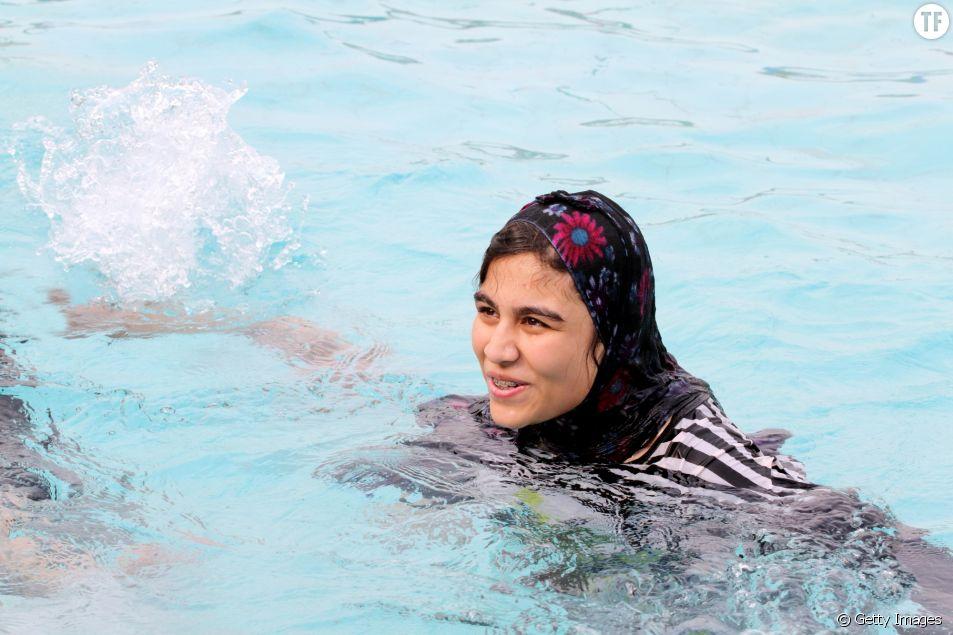 Femme se baignant en burkini (photo d'illustration)