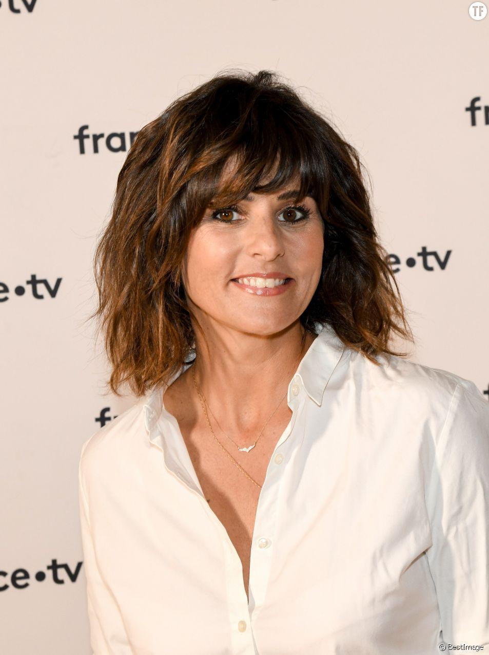 Faustine Bollaert dévoile les messages sexistes d'un fan : Twitter s'indigne