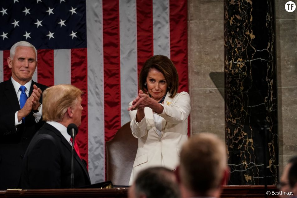 Donald Trump lors de son discours sur l'état de l'Union devant la démocrate Nancy Pelosi le 5 février 2019.