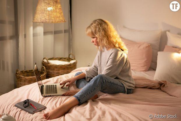 Skype et messages, pour rester en contact.