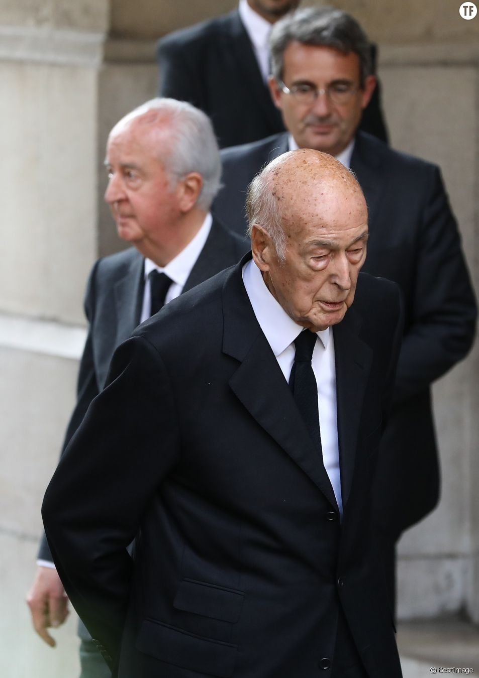 Valery Giscard D'Estaing accusé d'agression sexuelle.