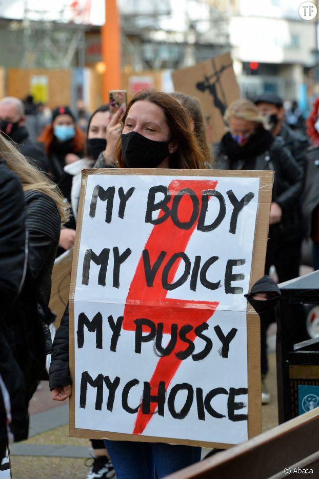 Une manifestation en soutien aux Polonaises à Leicester, en Angleterre.