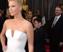 Oscars 2013 : Charlize Theron sauve un homme