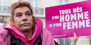 Frigide Barjot : son livre retiré de la vente, sa pétition rejetée