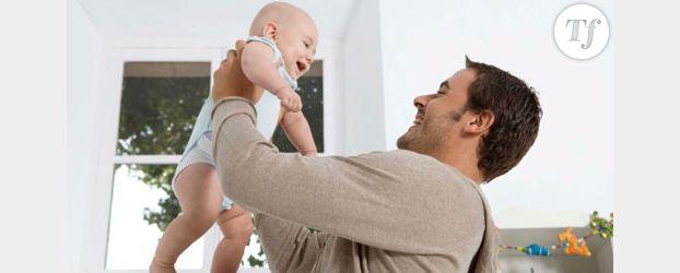 Congé paternité: bientôt obligatoire et plus long ?