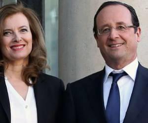 Journée de la femme : François Hollande est en visite, Valérie Trierweiler reçoit - vidéo