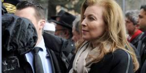 Couple présidentiel : Valérie Trierweiler au Grand Journal, François Hollande au Salon du Livre
