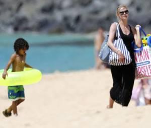 Heidi Klum joue à Alerte à Malibu pour sauver son fils de la noyade