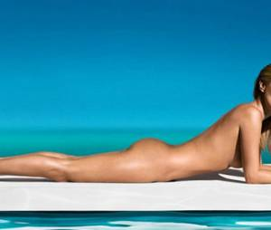 Kate Moss nue pour l'autobronzant St Tropez