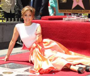 Jennifer Lopez a son étoile sur le Walk of Fame