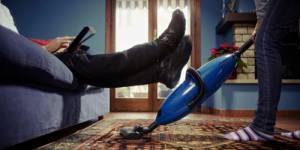 Égalité des sexes : la France peut mieux faire... sur les tâches ménagères