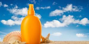 14 produits de beauté indispensables pour les vacances d'été
