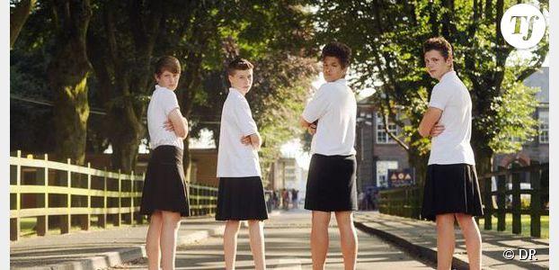 priv s de shorts des coliers anglais portent la jupe
