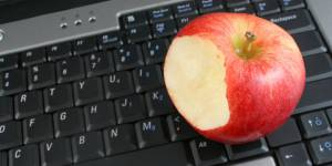 Grignoter au bureau : comment craquer sans culpabiliser ?