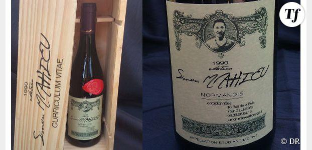 Un CV sur une étiquette de bouteille de vin