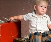 Accouchement, couches, scolarité, permis... : combien coûte un enfant ?
