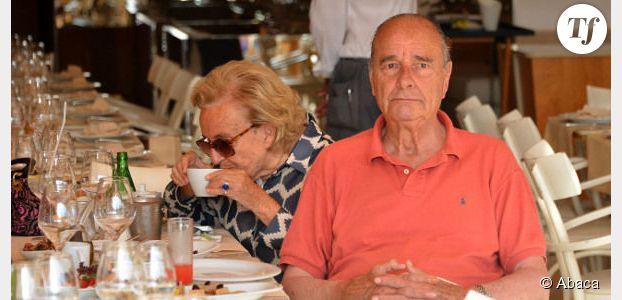 Jacques Chirac trompe l'ennui en vacances et fume en cachette