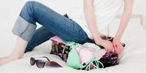 Vacances : les femmes emportent 150 articles dans leur valise (et n'en utilisent qu'un tiers)