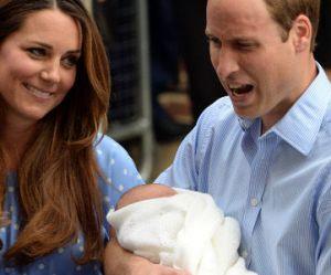 """Prince George : le Royal Baby est """"aussi bruyant que beau"""" selon William"""