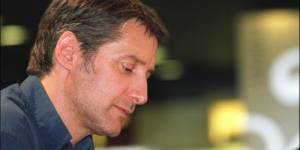 Le Grand Journal : Antoine de Caunes offre une bande-annonce décalée