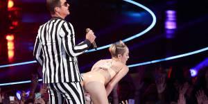 """Miley Cyrus et le """"twerking"""" : un scandale justifié ?"""